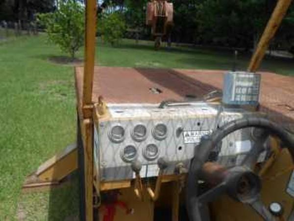 Self propelled 8.5 ton Grove Crane