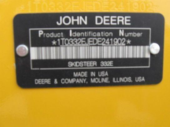 John Deere 332E