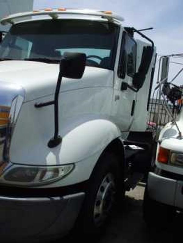 International 8600 4 x 2, 2 axle Day Cab